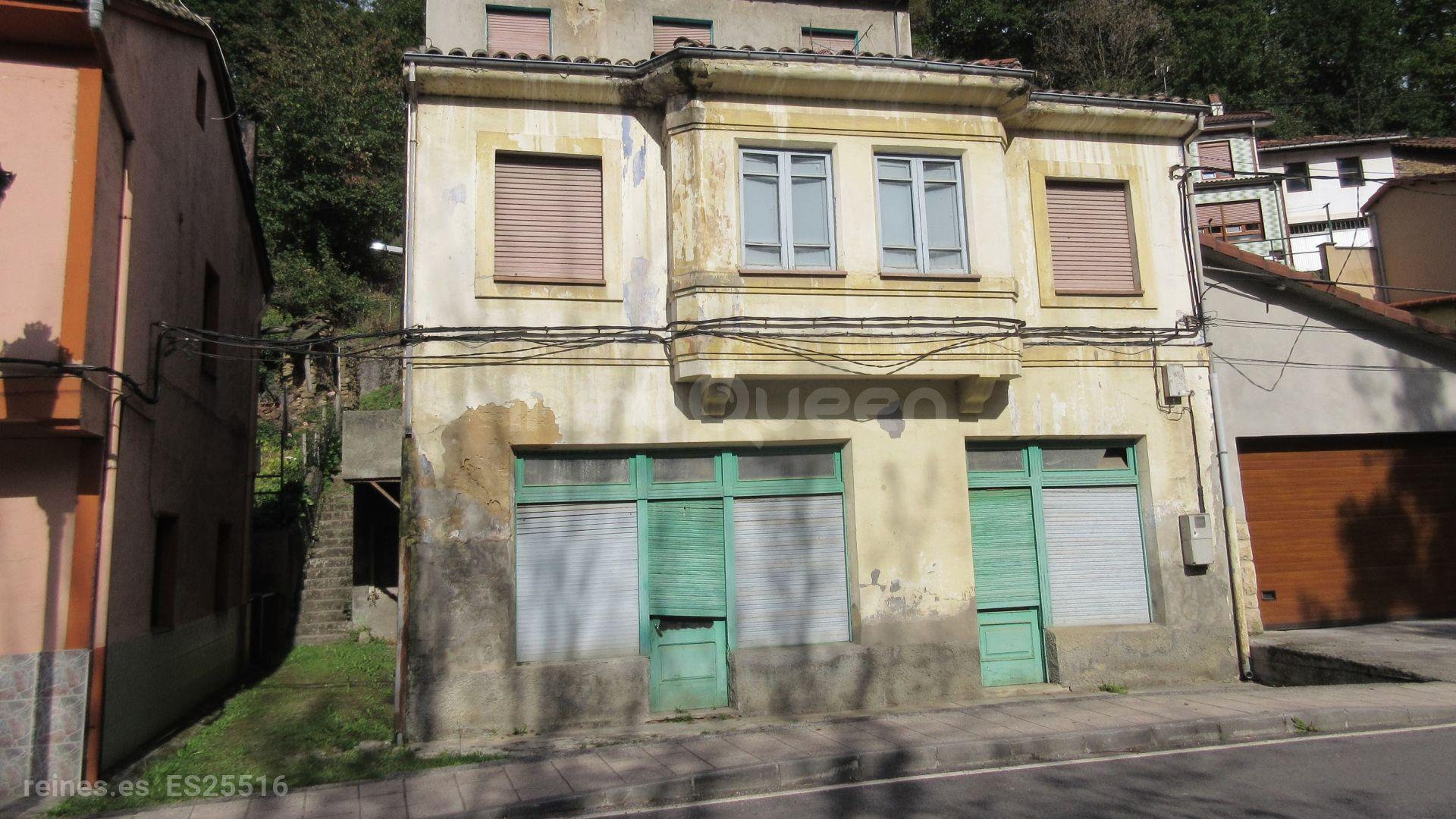 Edificio con bajo comercial