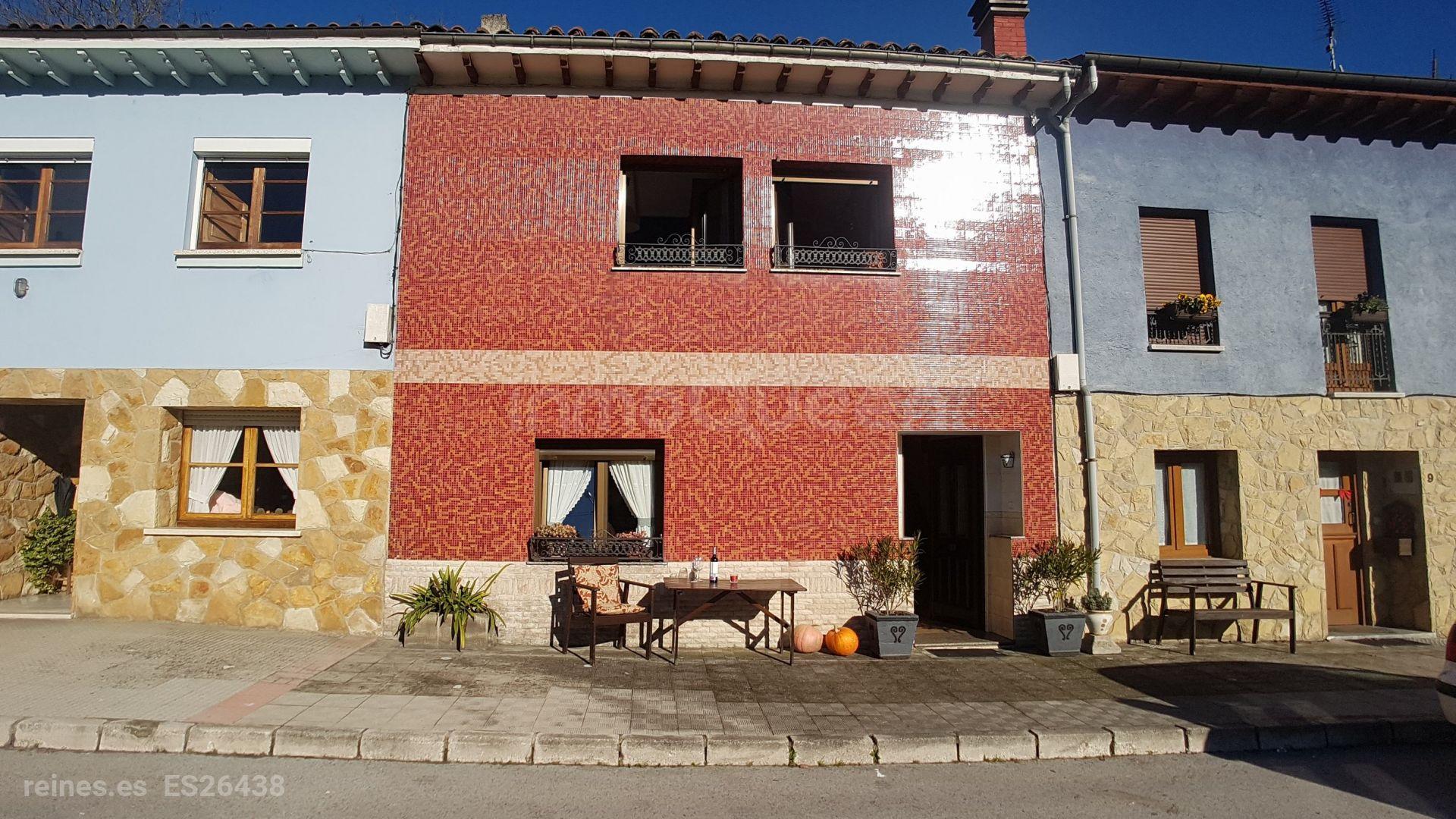 casa pareada por ambos lados